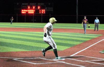 Sosa's two-out hit in bottom of seventh sends Hawks to regional semifinals