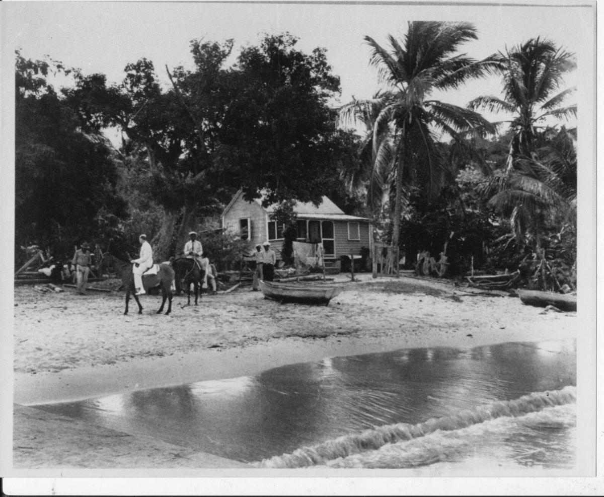 Ms Elaines house - Allan Rineharts pic 1936.jpg
