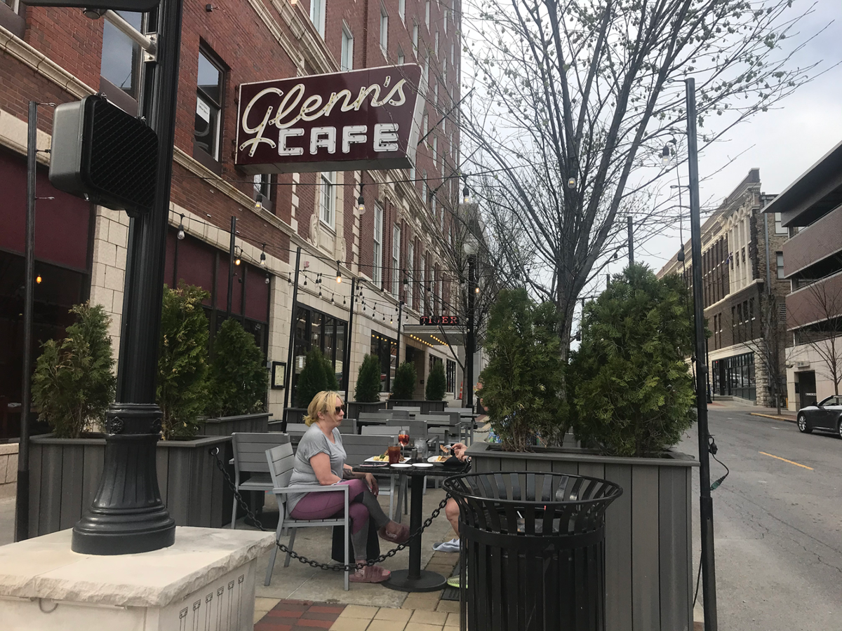 Glenn's Cafe patio