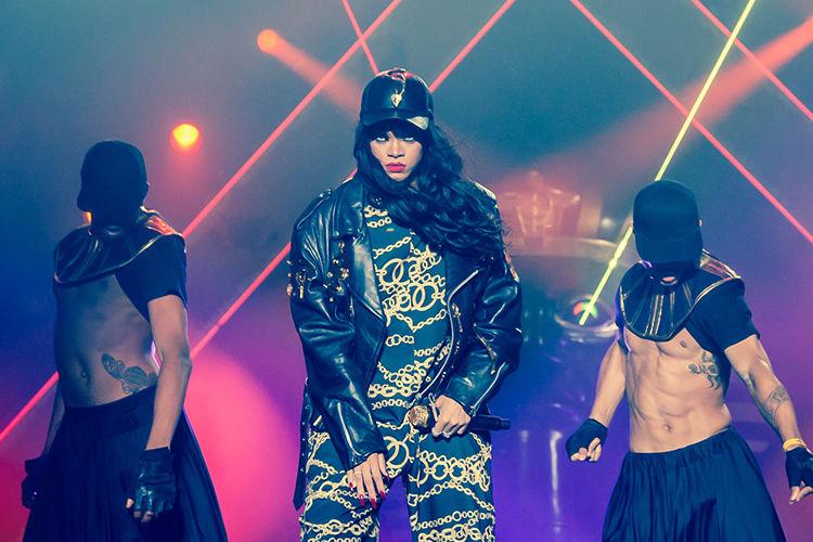 Sensational Five Of The Most Iconic Rihanna Music Videos Music Vox Magazine Short Hairstyles Gunalazisus