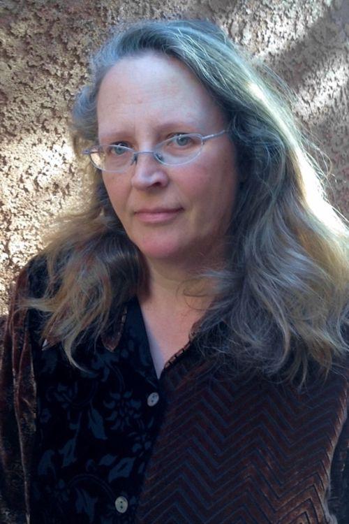 Caroline Fraser headshot