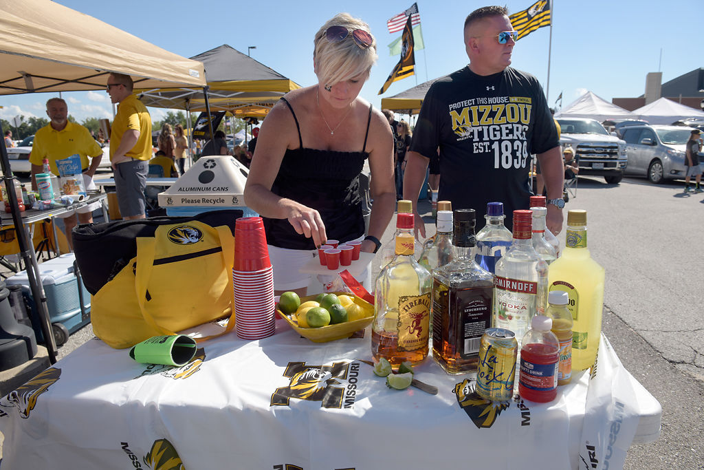 10202016TailgateFood03 & Game day get-togethers: tailgating season reaches its peak with ...