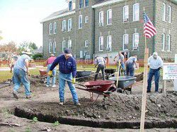 Volunteers wield shovels for Fountain of Honor