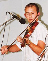 Young contender defeats veteran in fiddle contest