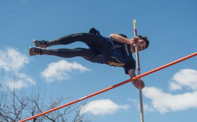 JCS T&F Pole vault 1