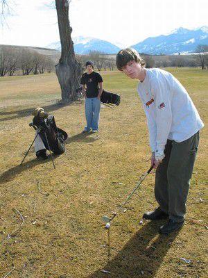 Golfers take part in ice-breaker