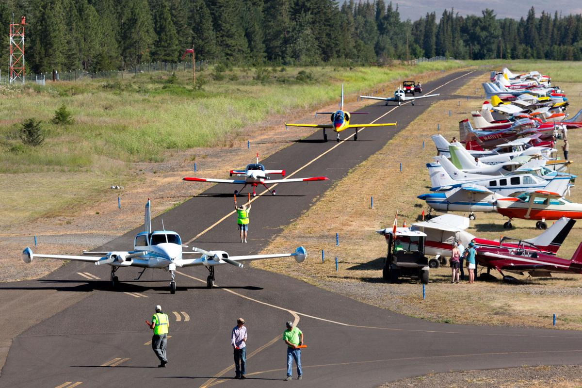 Fly-in Planes Taxi