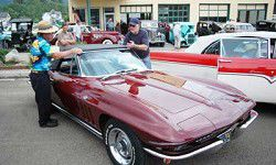 Clouds can't keep classic cars from Cruise