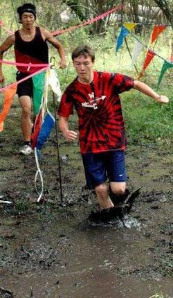Runners plunge into cross-creek scamper