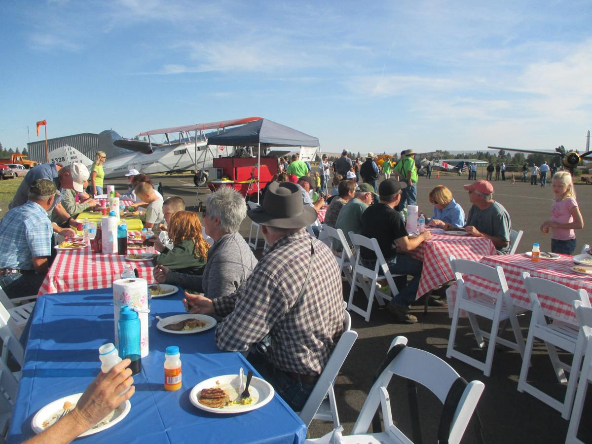 Fly-in lands enthusiastic crowd