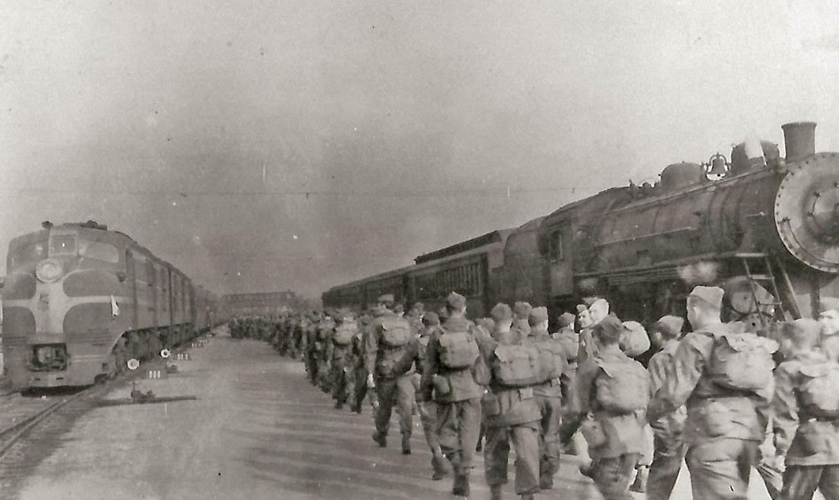Troops Leaving Fort Riley for War