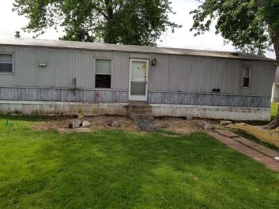 Coles County family says contractor didn't finish deck project | Top