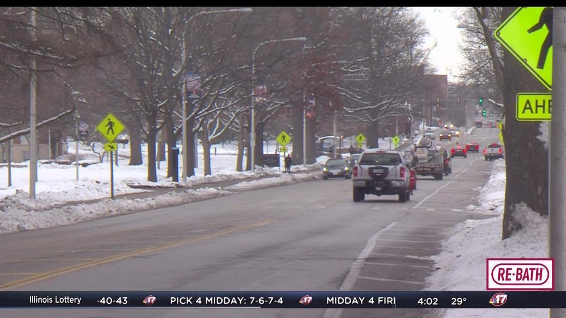 New flashing pedestrian signs put up in Urbana   Top Stories