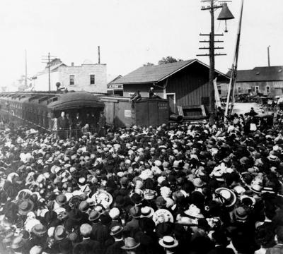 Crowds at the train station