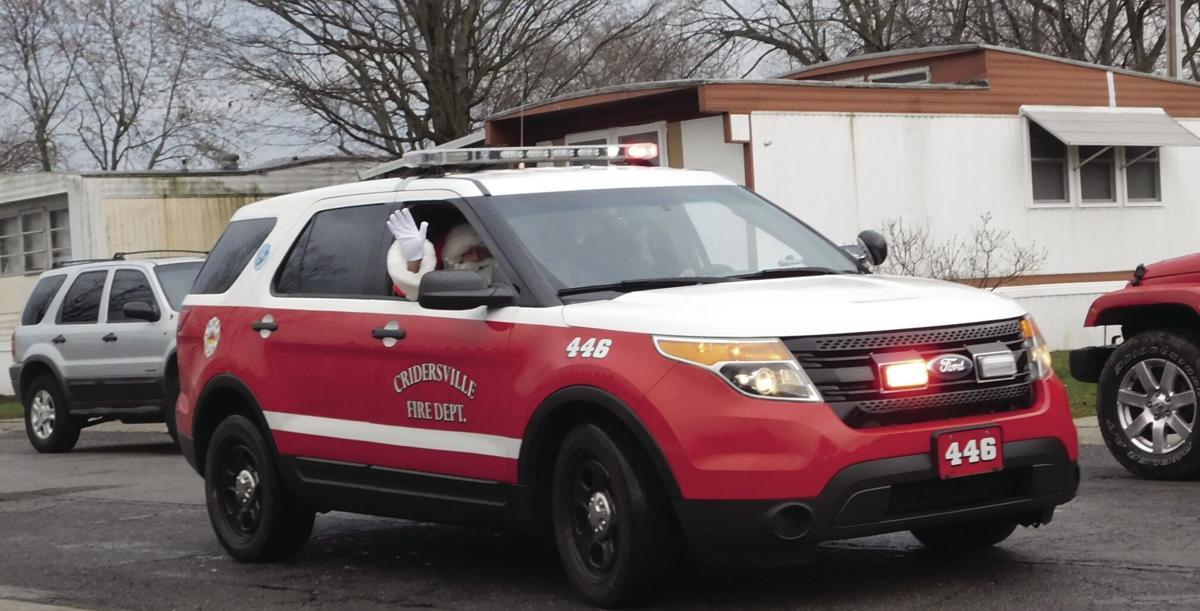 Criderville Fire gives Santa a ride.tif
