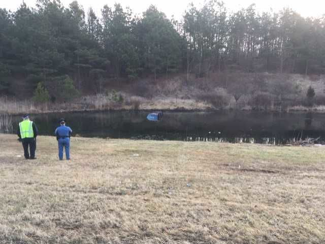VIDEO | Tire blowout crashes car into an Odessa pond | The
