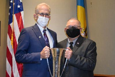 DSCC President Michael Quaranta honors Maj. Gen. (Ret.) Francis Vavala with the 2021 Marvel Cup