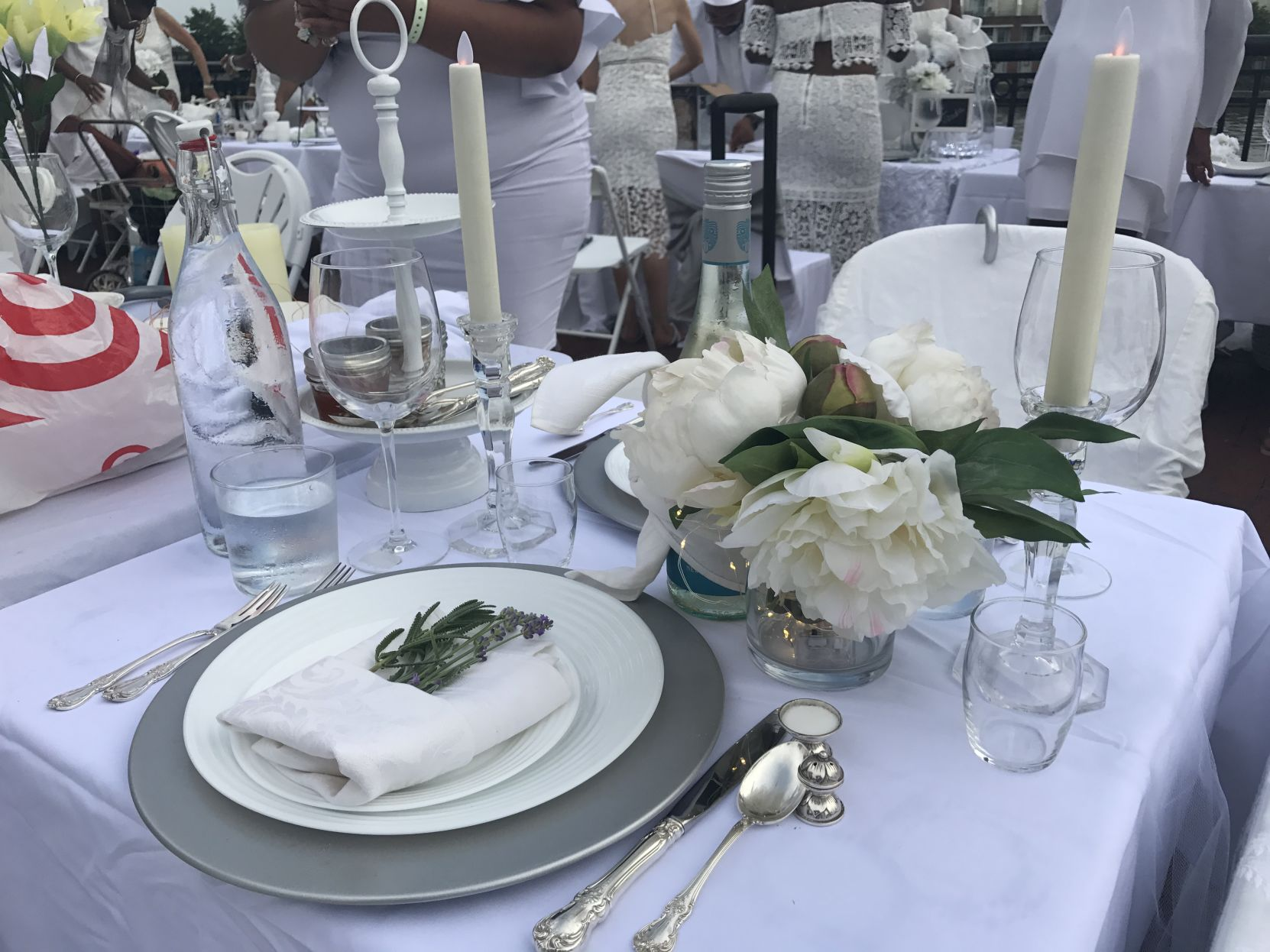 Video The Nationwide Event Diner En Blanc Makes Its Debut In Delaware Features Wdel Com