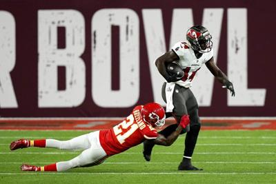 Middletown's Chris Godwin catches a pass during Super Bowl LV