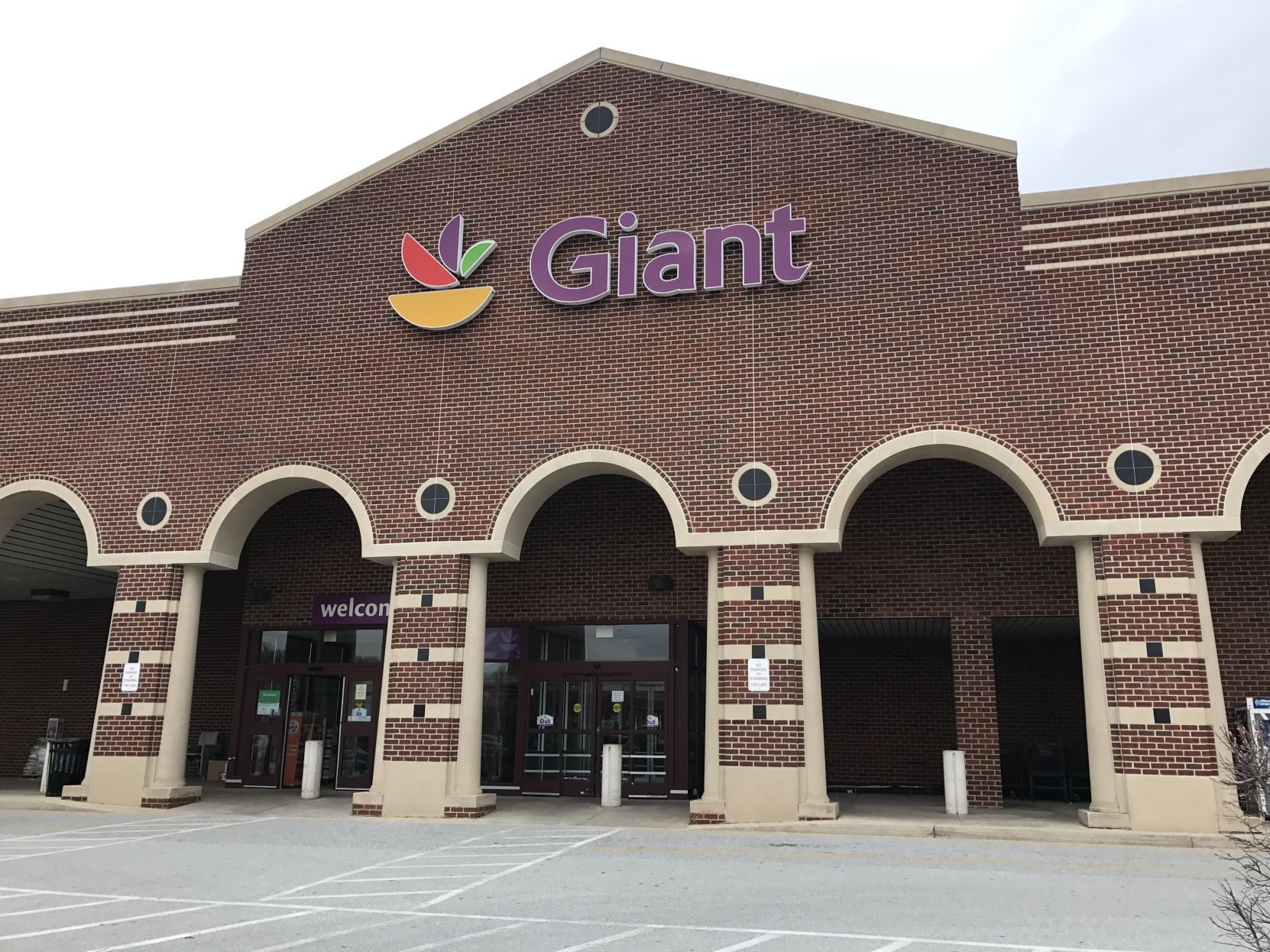 giant food stores provide shoppers with a gold star way to shop rh wdel com