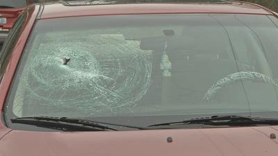 Metal rod falls off trailer and into windshield of teen's car on I-65 in Shepherdsville