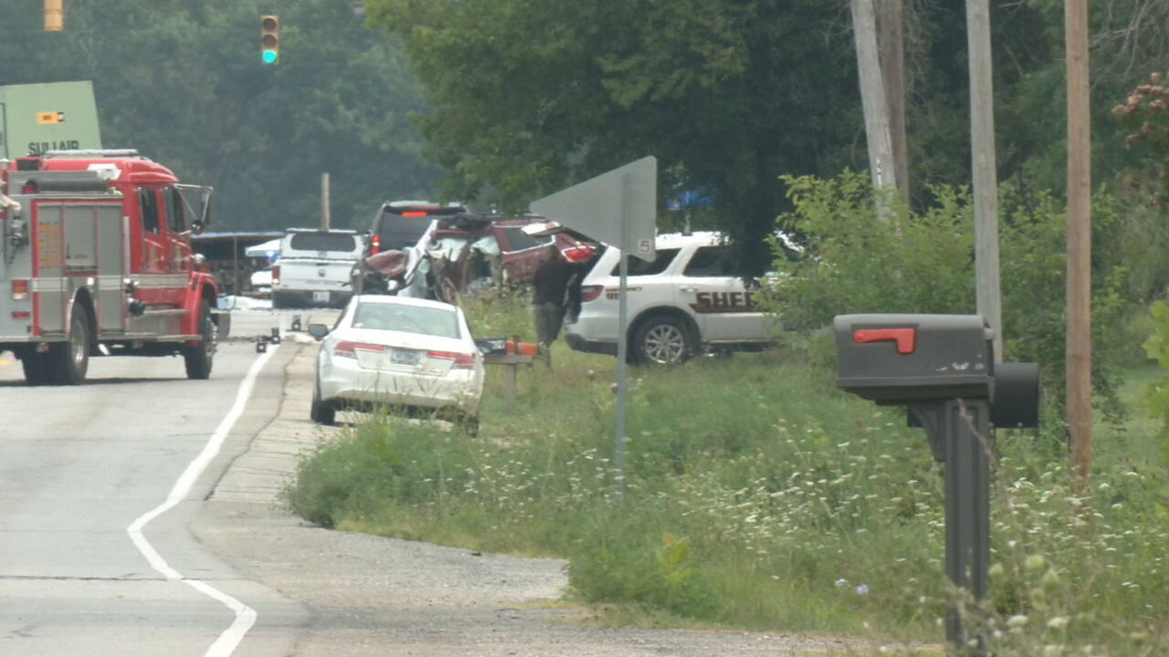 Southern Indiana man killed in crash on Highway 150 in Floyd County