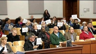 Metro Council votes to raise min. wage to $9/hr over 3 years, Mayor says he will sign