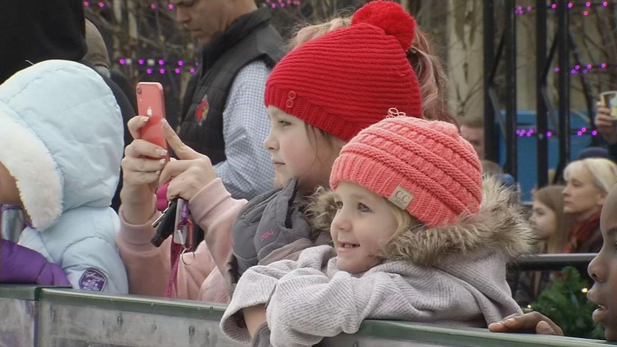 Children having fun in the winter (generic)