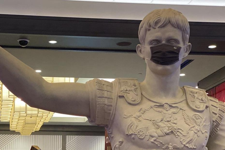 CAESARS SOUTHERN INDIANA - STATUE WITH MASK - COURTESY FACEBOOK.jpg