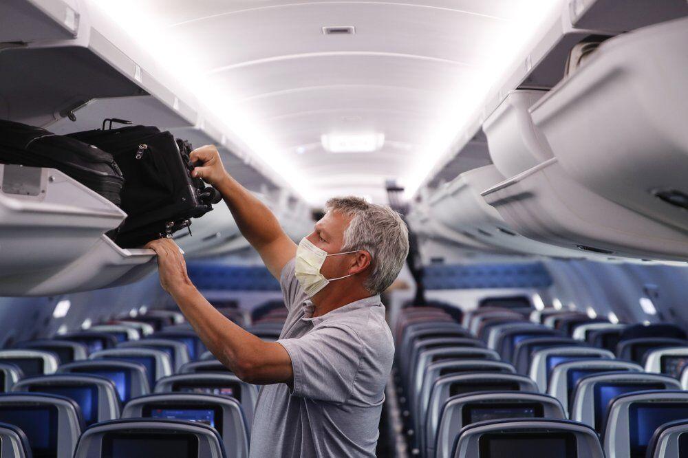 Passenger on Delta Airlines flight after landing at Minneapolis−Saint Paul International Airport