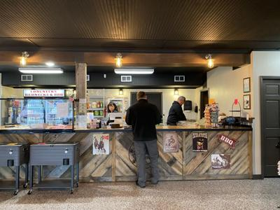Carr's BBQ opens market and restaurant in Floyds Knobs