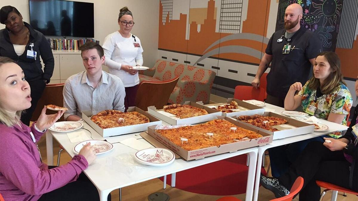 Pizza Window Diners from Fox News via Spectrum News