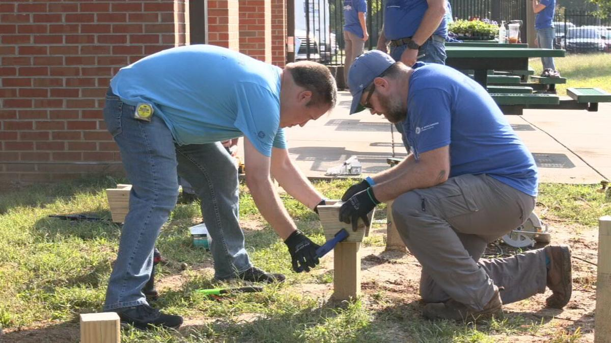 Employees of GE Appliances doing service projects on Oct. 8, 2021