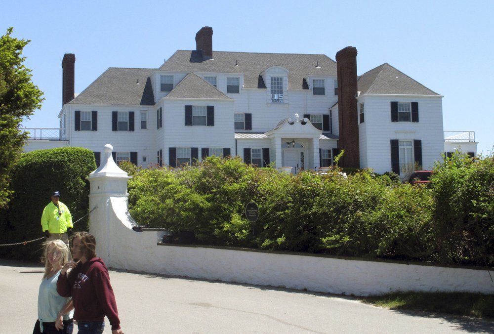 TAYLOR SWIFT HOME IN RHODE ISLAND - AP FILE 2013.jpeg