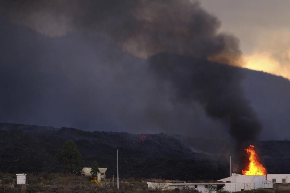 Lava burns home on Canary Island