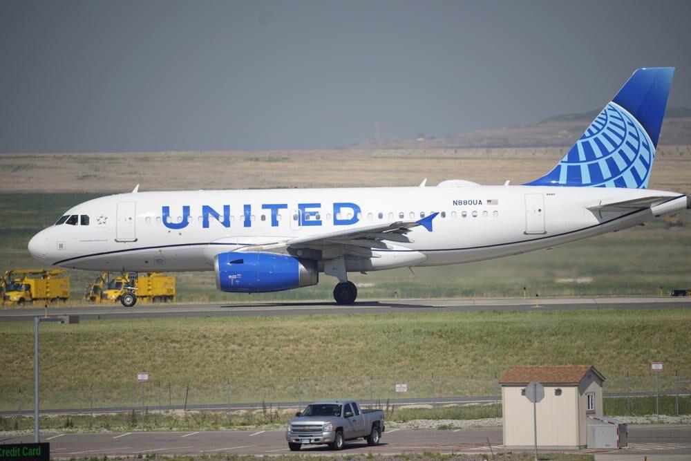 United jet in Denver