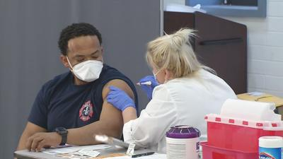 Louisville frontline health care worker receives COVID-19 vaccine (12/23/20)