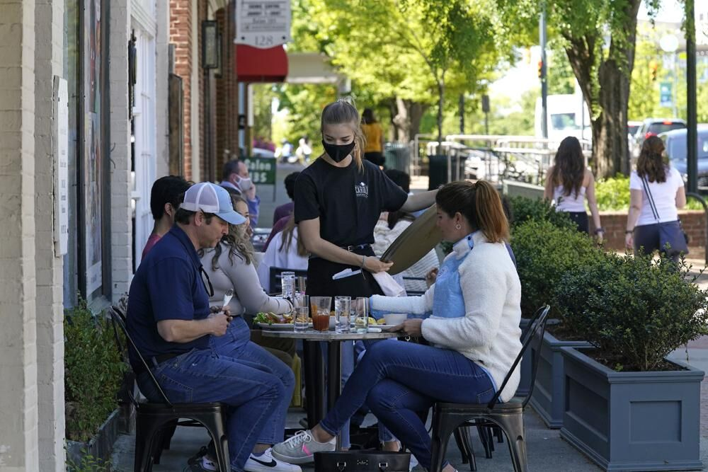 Outdoor diners in North Carolina