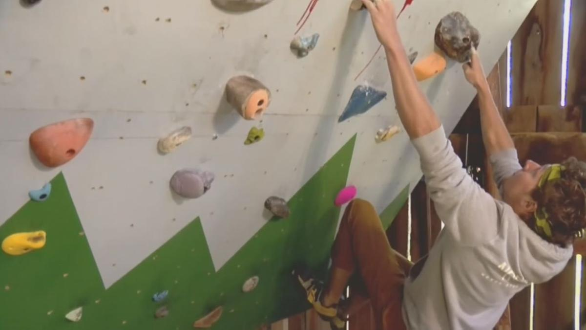 Lincoln County Man Uses Old Tree Trunk To Create Rock Climbing Wall For At Home Workouts During Pandemic News Wdrb Com