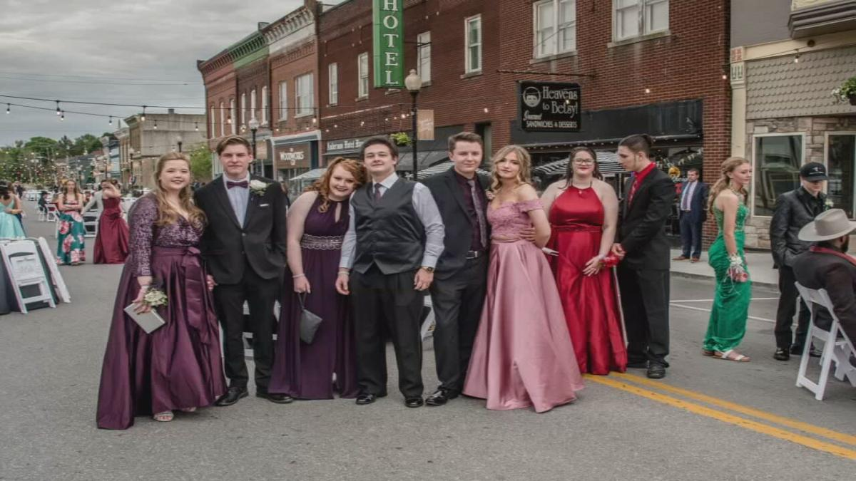 Anderson County High School students attend prom