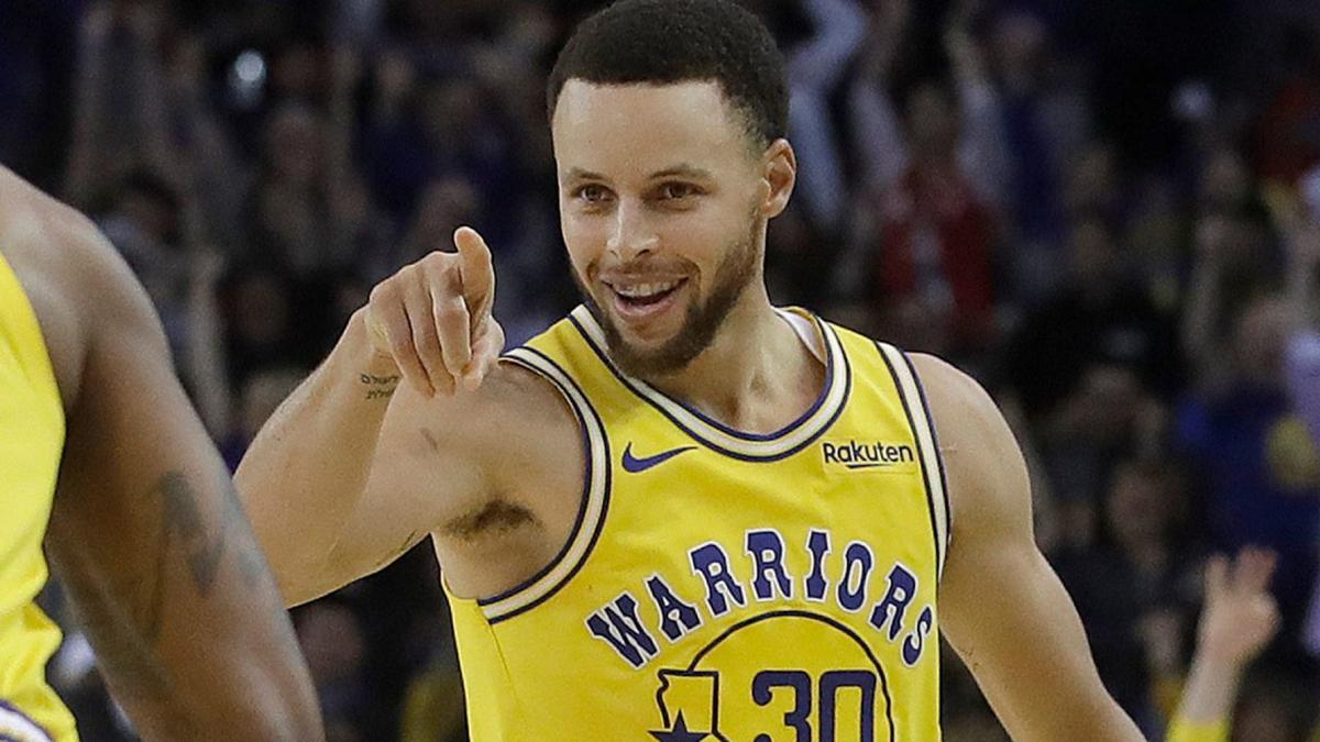 fd2aad294fc NBA star Steph Curry reveals he s been hitting 3 s with blurry vision