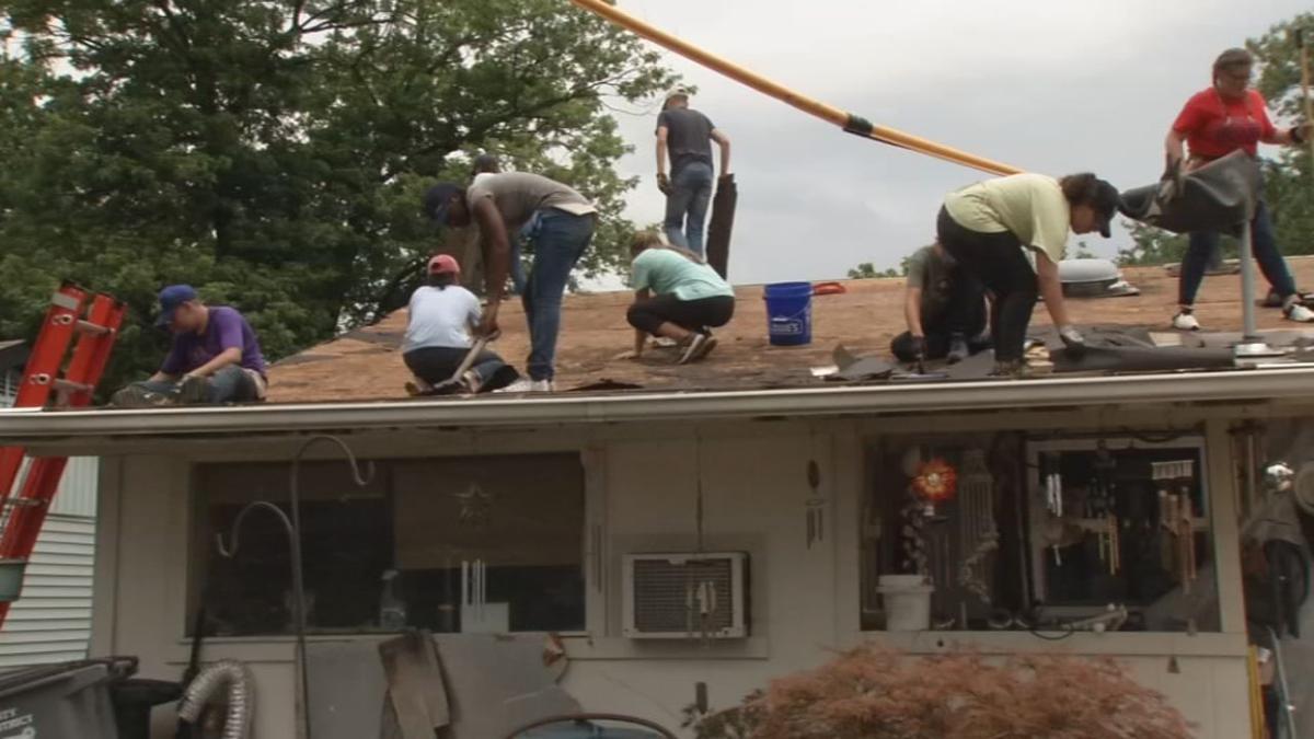 Teens build home for Jeff family 7.jpg