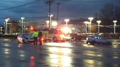 1 dead, 3 injured in 2-car crash on Dixie Highway | News | wdrb com