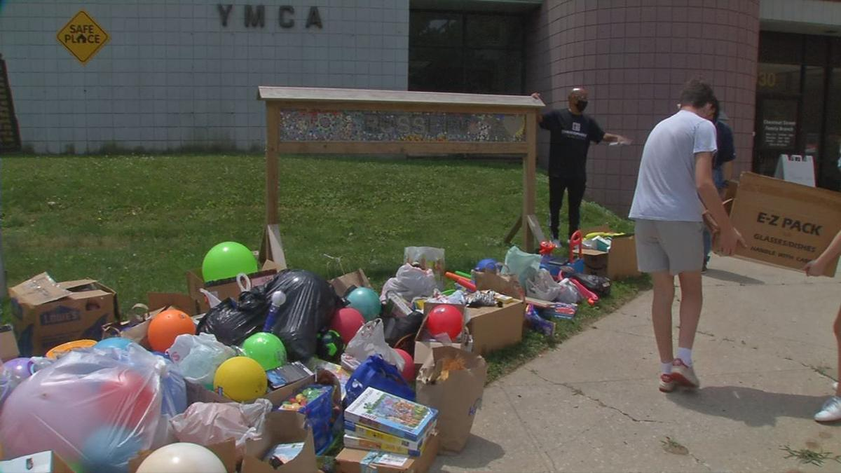 Students donate toys to west Louisville YMCA (2).jpg