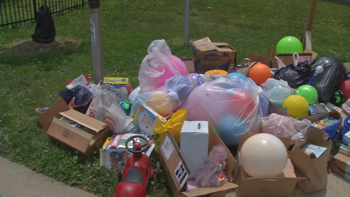 Students donate toys to west Louisville YMCA.jpg