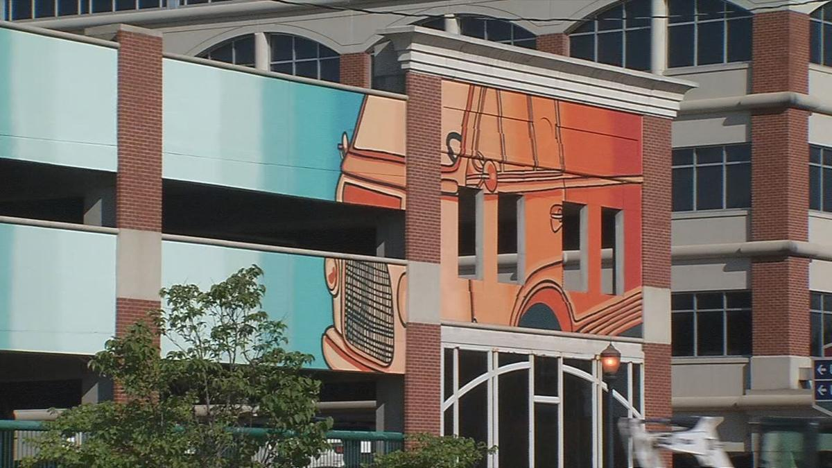 New mural on side of WesBanco building in downtown New Albany