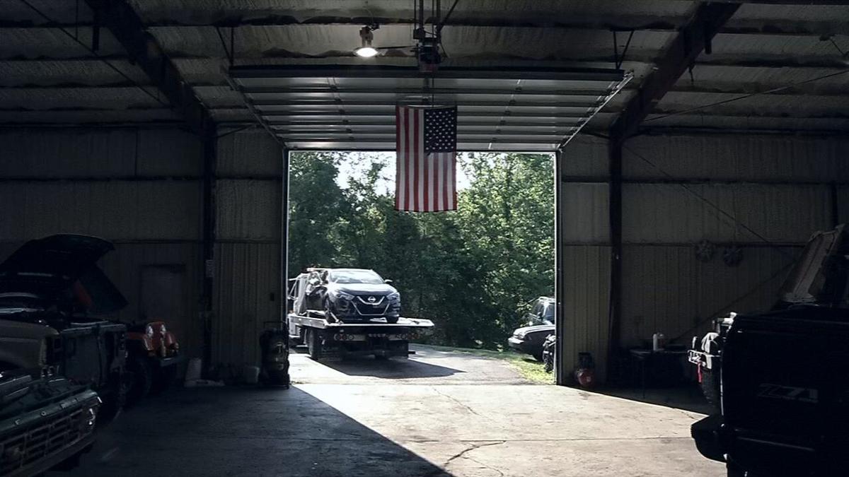 car jacking mechanic volunteers to fix car