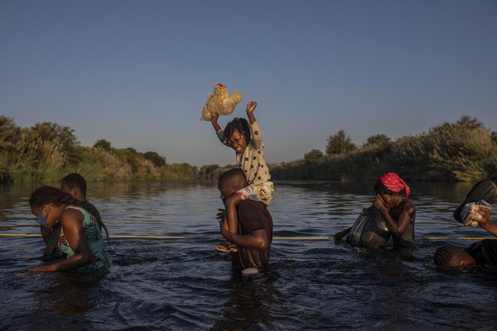 Migrants wade across Rio Grande river