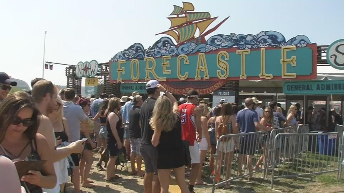 IMAGES: Forecastle fans battle intense heat on festival's busiest day