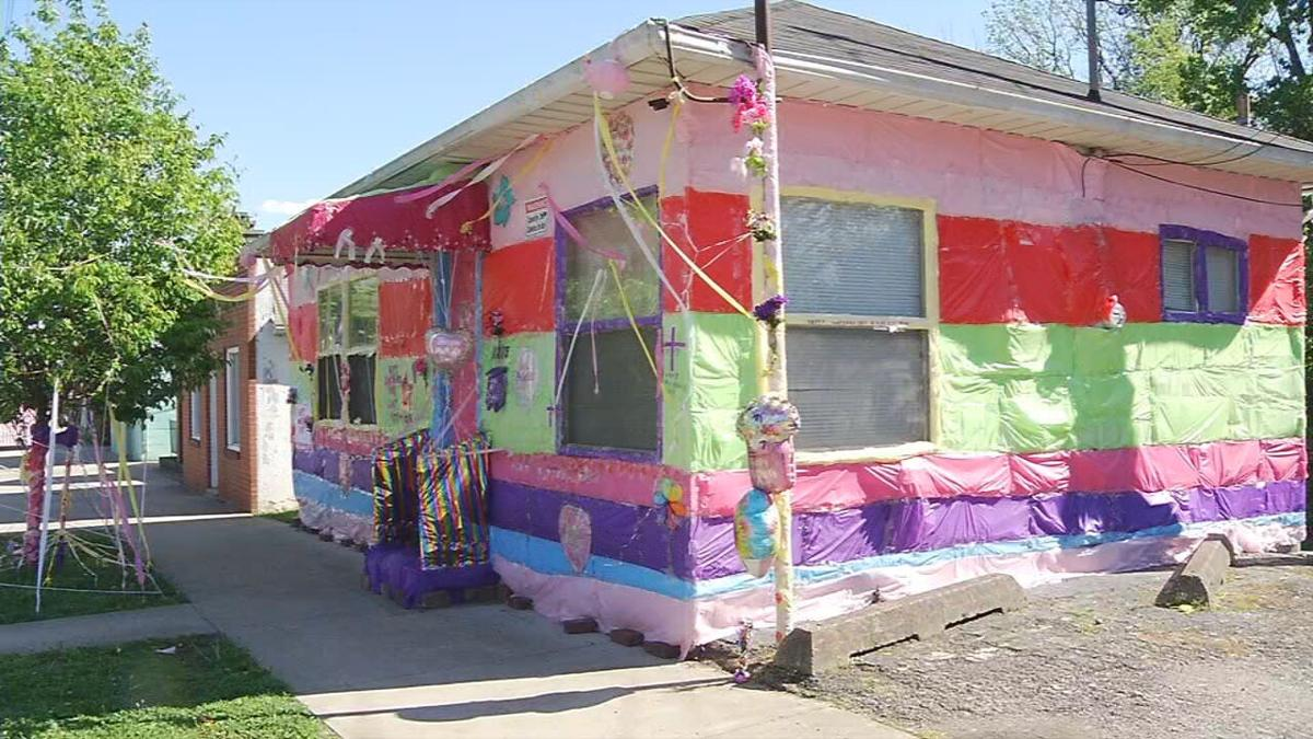 New Albany man decorates his home in honor of mothers who died from COVID-19